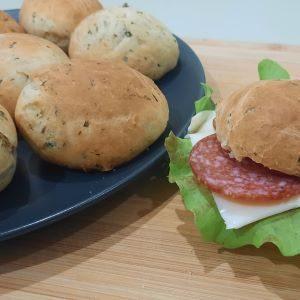 Закусочные ароматные булочки с зеленью и чесноком
