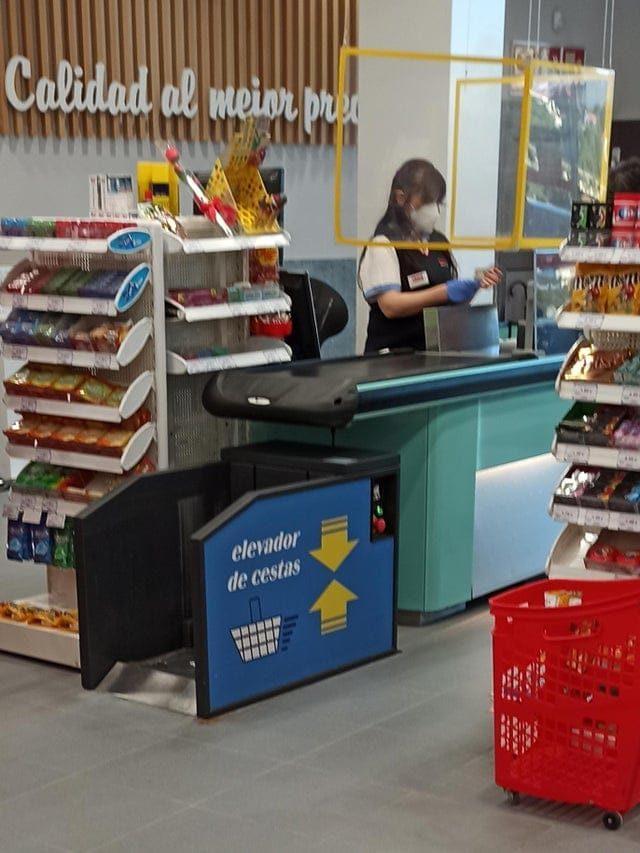 17 кадров, когда в магазинах можно заметить очень много интересного
