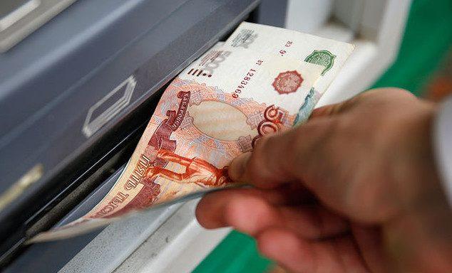 Мошенник загрузил в банкомат 1 млн рублей «банка приколов» и обналичил деньги