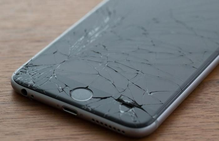 Как мошенники вымогают деньги при помощи «разбитого» смартфона