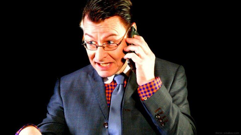 Чем опасны разговоры с незнакомцами по телефону, даже если они не просят назвать код банковской карты