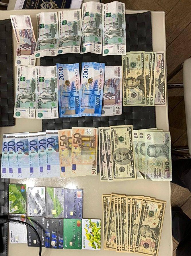 «Масштабы коррупции поражают»: у ростовских сотрудников ГИБДД снова нашли дворцы и коробки денег
