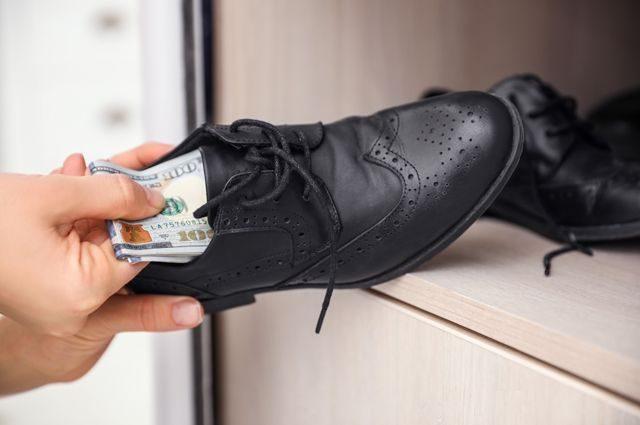 Куда надёжнее всего прятать деньги, чтобы ни один вор не догадался?