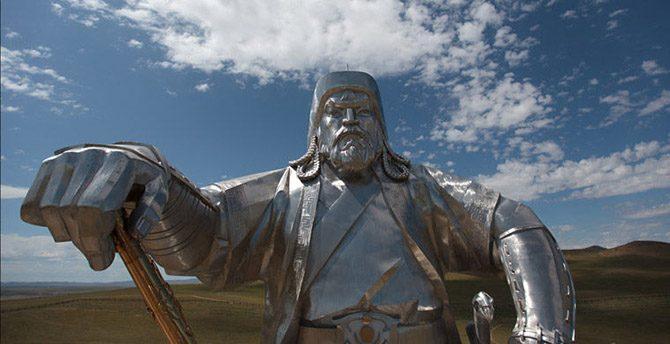 8 мировых достопримечательностей с изнанки: что скрывается внутри известных статуй?
