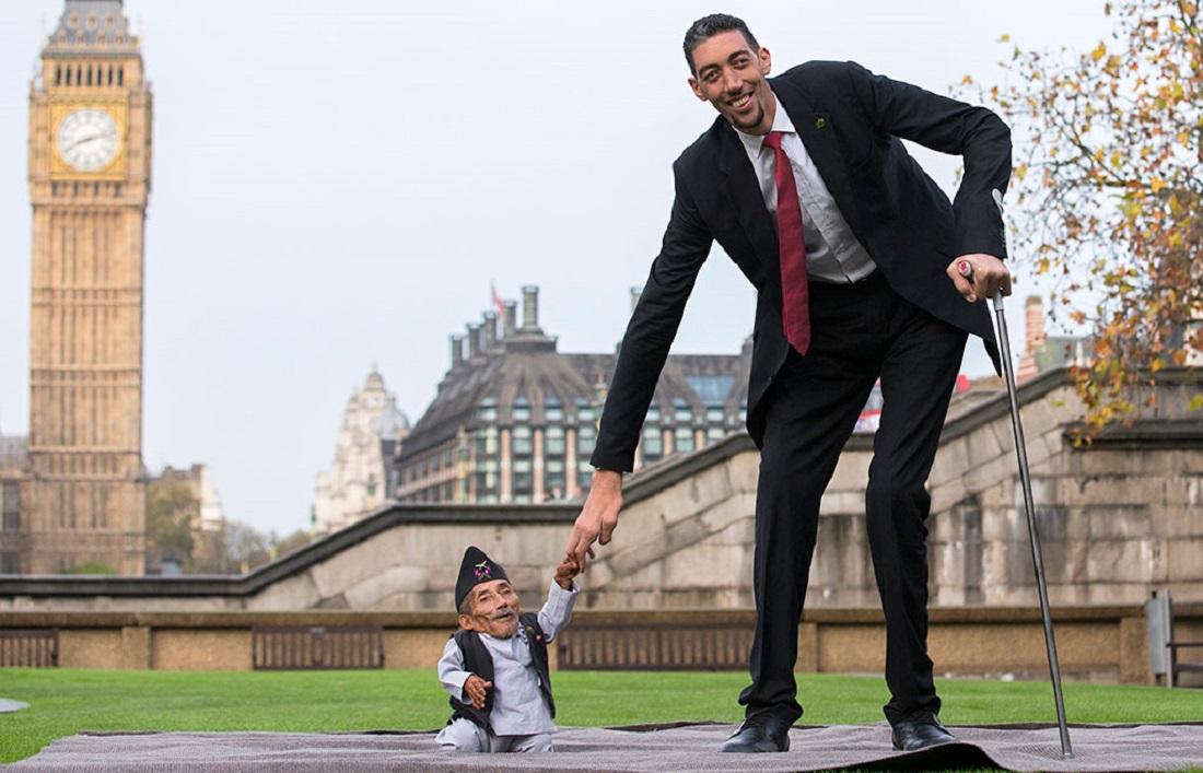 рост и фото самого высокого человека девушка мосту