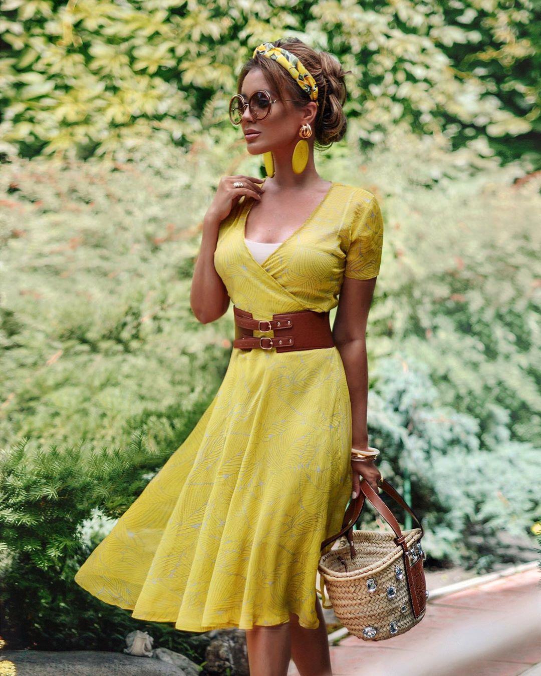 Стильные платья с коротким рукавом