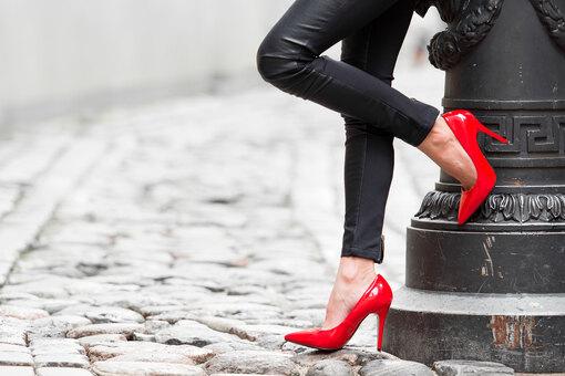 Как правильно ходить на каблуках