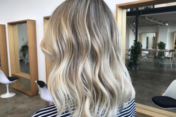 Как правильно ухаживать за светлыми оттенками окрашенных волос