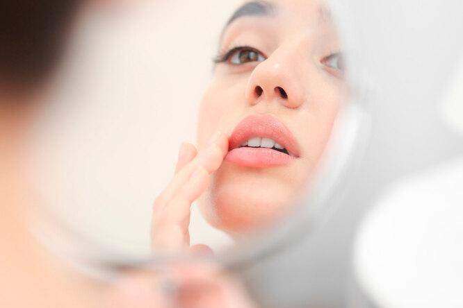Как сохранить красоту губ зимой