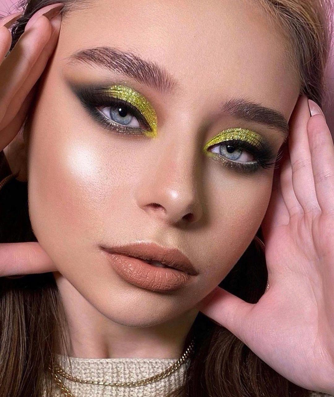 Праздничный макияж для глаз