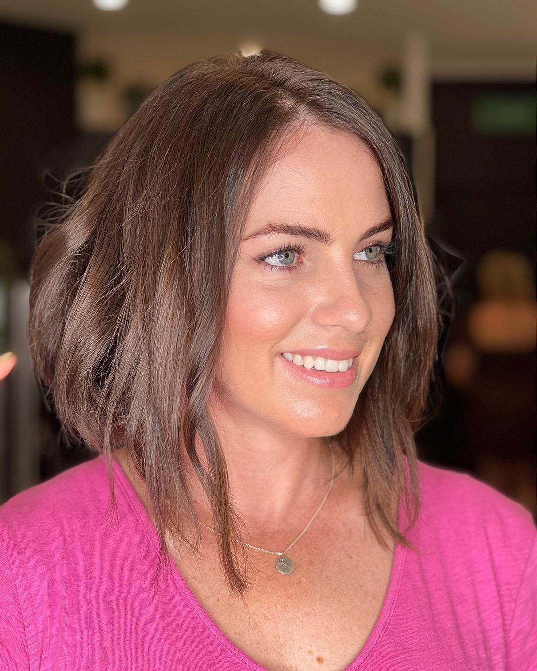 Модные стрижки на средние волосы для дам старше 40 лет